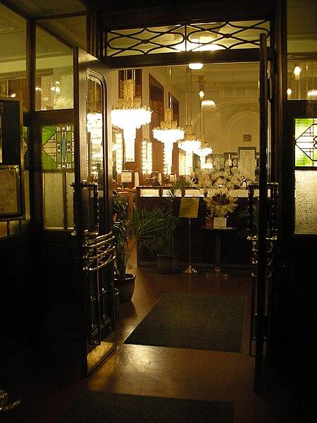 File:Praha, Obecní dům, kavárna 03.jpg