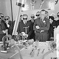 Prins Bernhard bezocht reactorcentrum Petten, de Prins zonder zwarte bril kijkt , Bestanddeelnr 917-2071.jpg