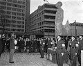 Prins Bernhard heeft het verzetsmonument Ongebroken Verzet onthuld op Kruisplein, Bestanddeelnr 917-7286.jpg