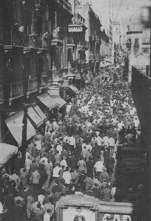 Carlos Gardel - The coffin of Gardel moves down Florida Street in Buenos Aires