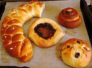 Cardamom bread - Image: Pullia