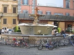 Piazza Farnese, Roma: a fountain.