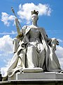 Queen Victoria statue, Kensington Palace.jpg
