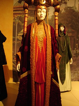 Padmé Amidala - Image: Queen of Naboo costume