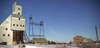 Headframe - Image: Quincy Mine No 2Shafthouse