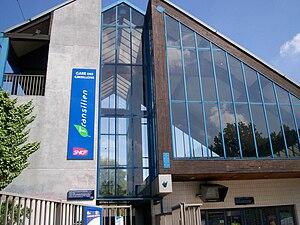 Les Grésillons Station - Entrance