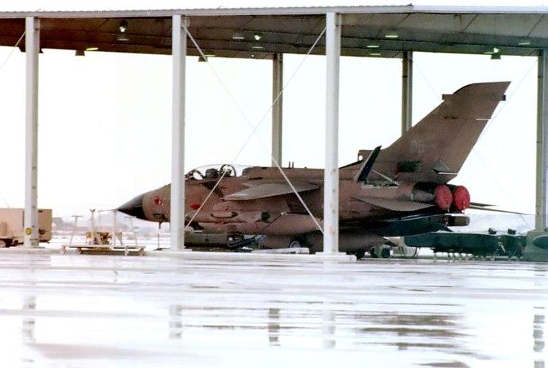 القوات الجوية الملكية السعودية تفصيل 800px-RSAF_Tornado_114_07.jpg