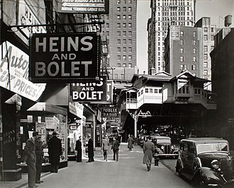 World Trade Center (1973–2001) - The Radio Row in 1936, with the Cortlandt Street station in the background, as seen in a photograph by Berenice Abbott