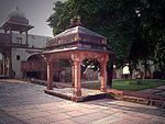 Fatehpur Sikri: Ranges of building between Diwan-i-Am and the Treasury including a Hammam