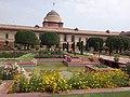 Rashtrapati Bhavan Mughal Garden New Delhi 04.jpg