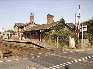 Robertsbridge - Image: Robertsbridge station and level crossing geograph.org.uk 123753
