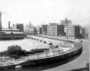 History of Rochester, New York - Aqueduct of the Erie Canal as it was built in 1842, replacing the original construction from 1823. In the 1920s, the Broad Street Bridge was erected on top of it.