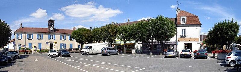 File:Roissy-en-France - Place du Pays de France - panoramique.jpg