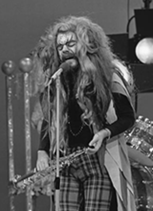 Roy Wood - Wood performing with Wizzard on TopPop, May 1974