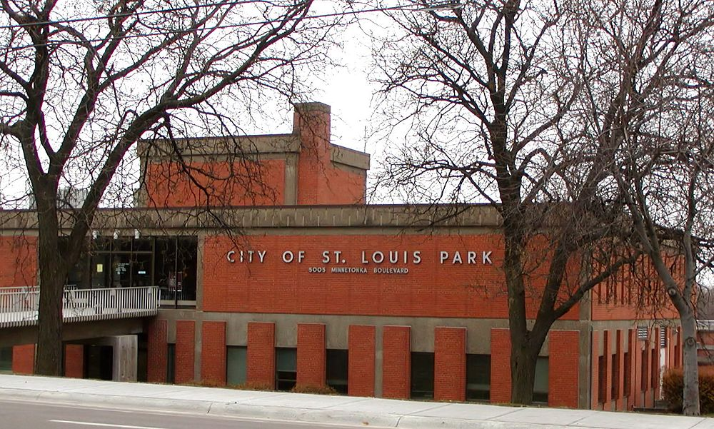 The population density of St. Louis Park in Minnesota is 1608.6 people per square kilometer (4166.67 / sq mi)