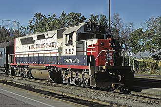 EMD GP40-2 - Image: SP 3197 with Peninsula Commute train 126 at San Jose, March 1985