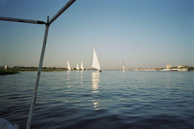 File:Sailing on the Nile.jpg