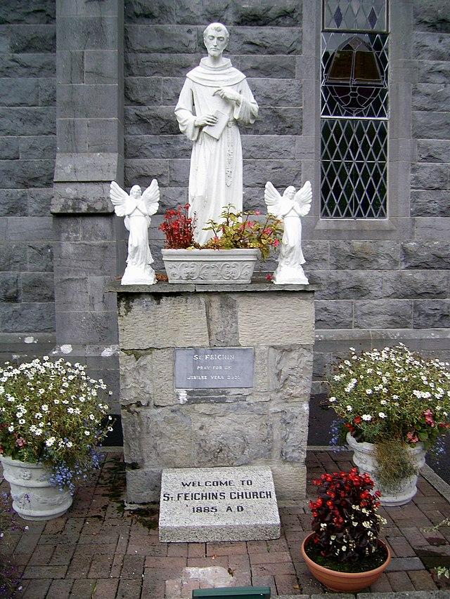 Statue av Fechin i Fore Abbey