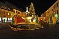 Sankt Veit an der Glan Hauptplatz Schüsselbrunnen und Weihnachtsmarkt 16122009 33.jpg