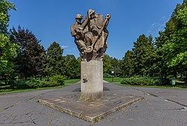"""Sculpture """"Vítězství práce"""" (Victory of Work) by Karel Vašut in the Park of Milada Horáková, Ostrava, Czech Republic.jpg"""