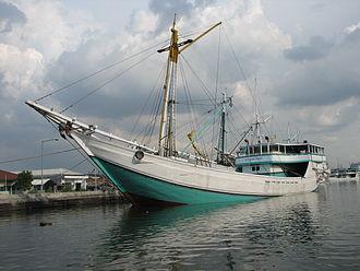 Pinisi - Motorized Lamba Pinisi, the sail has been removed