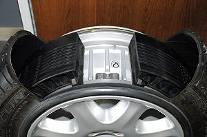 Run-flat tire - Run-flat tire with support ring