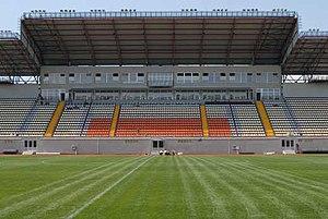 """Домашним стадионом запорожского Металлурга является, построенная в 2006 году  """"Славутич-Арена """" ."""