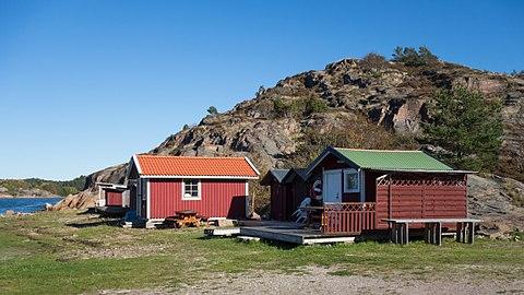 Small huts at Loddebo.jpg