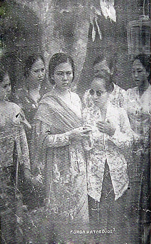 Sorga Ka Toedjoe - Roekiah (left) and Annie Landouw in a promotional still from the film