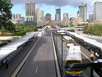 South East Busway - Cultural Centre busway station with the Victoria Bridge in the background in December 2004