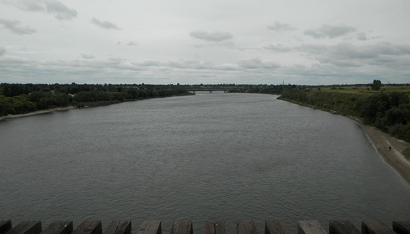 File:South Saskatchewan River (Northern View from Railway Bridge).jpg