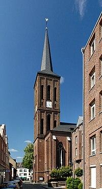 St. Benediktus in Duesseldorf-Heerdt, von Suedwesten.jpg