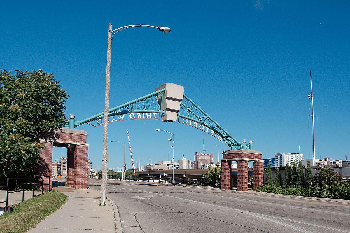 St Paul Avenue Bridge 7950.jpg