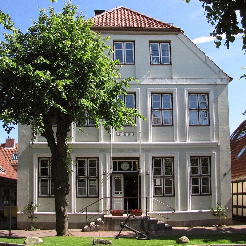 800px-Stadt_Arnis_Schlei_Schleswig-Holstein_altes_Rathaus_Ansicht_-_Foto_Wolfgang_Pehlemann_IMG_8739.jpg