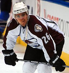 Photo de Paul Stastny avec la tenue de l'Avalanche du Colorado.