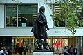 Statue of Captain John Smith, London (44823993502).jpg