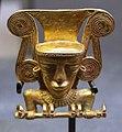 Stile internazionale (darien, frontiera panama-colombia), idolo in oro, 700-1000 dc ca.jpg