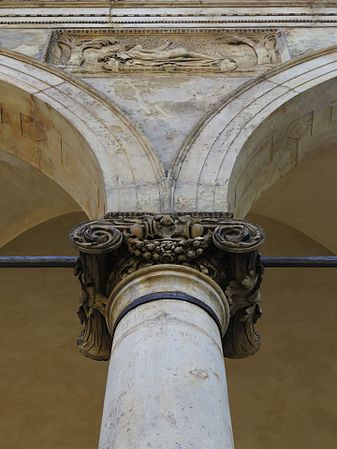 Detail of the column of Royal Summer Palace