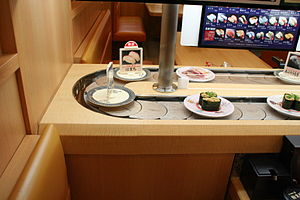 Conveyor belt sushi - A sushi conveyor chain articulating around a tight corner.