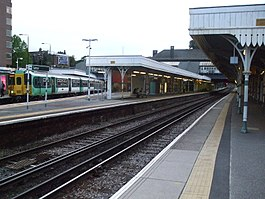 Sutton (Surrey) station platform look west.JPG