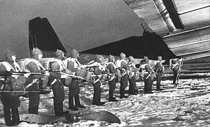 Tupolev TB-3 - Paratroopers boarding TB-3 transport