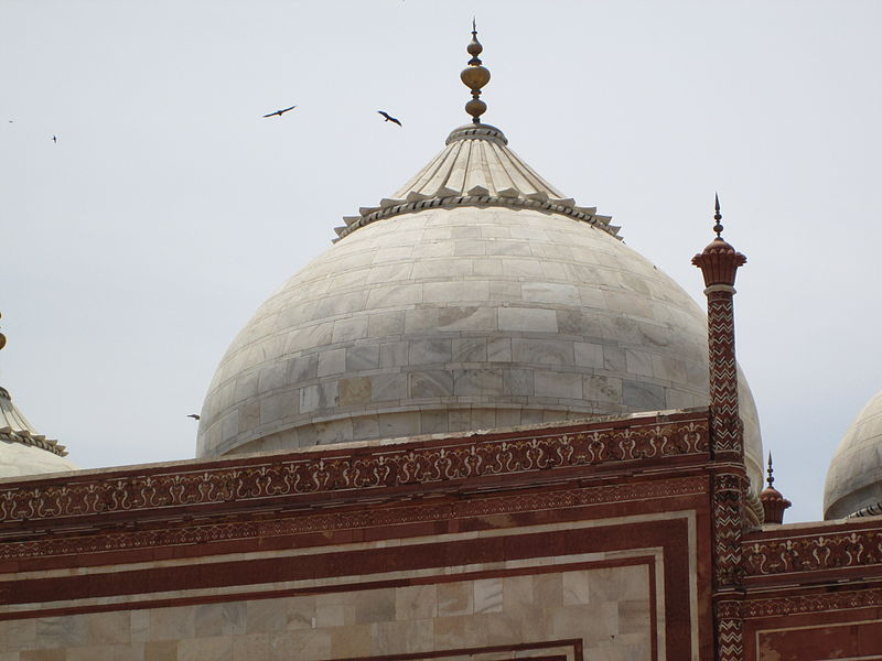 File:Taj Mahal Dome View Front n birds.JPG