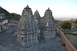Temple in Kumbalgarh fortress 02.JPG