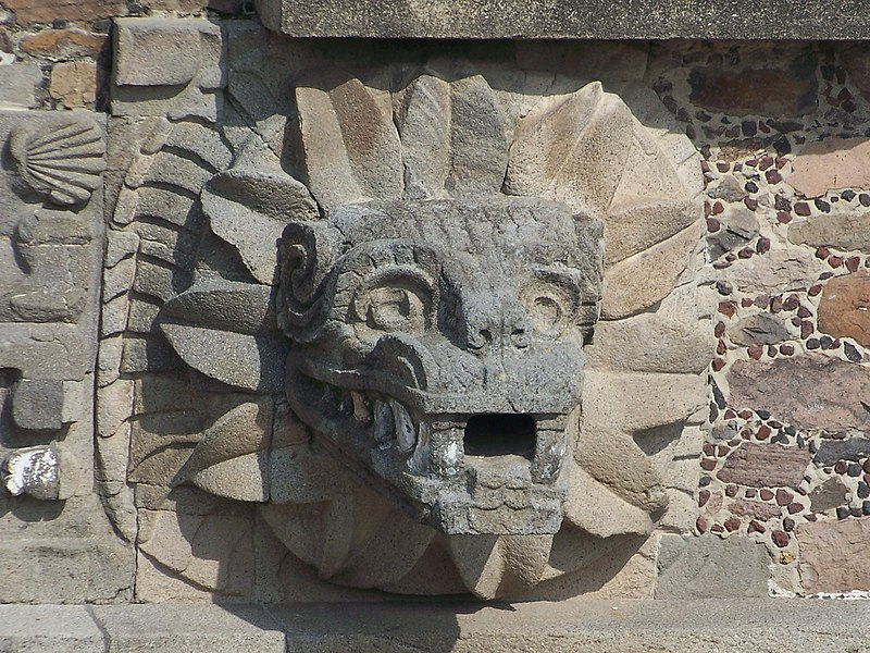800px-Teotihuacan_Feathered_Serpent_(Jam