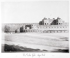 The Delhi Gate - Agra Fort LACMA M.90.24.28.jpg