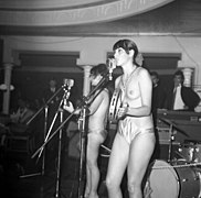 The Ladybirds opptrer i Bergen The Ladybirds performing in Bergen, Norway (1968) (14).jpg