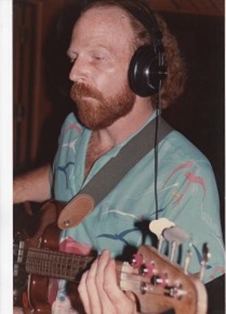 Tom Robb - Tom Robb on bass.