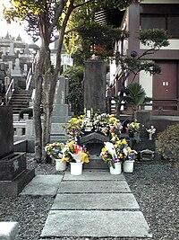 Tomb of Fukuzawa.jpg