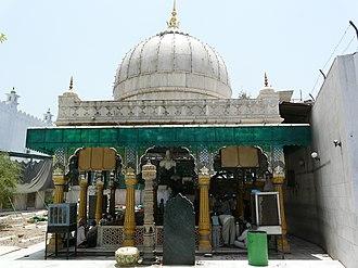 Qutbuddin Bakhtiar Kaki - Dargah of Qutbuddin Bakhtiyar Kaki in Mehrauli, Delhi.