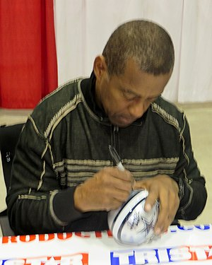 Tony Dorsett - Dorsett signing autographs in Houston in January 2014